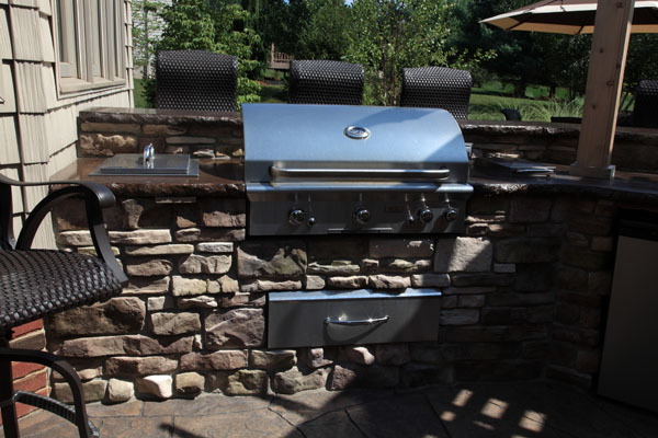 Stainless Steel Grill with Cultured Stone Bar Area