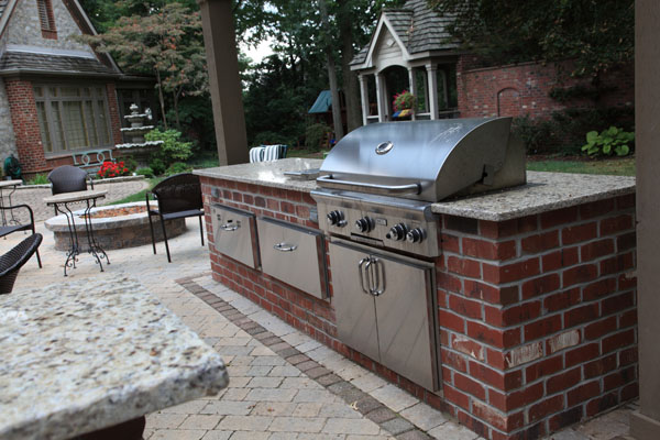 Built in Grill with Brick Base and Granite Countertops